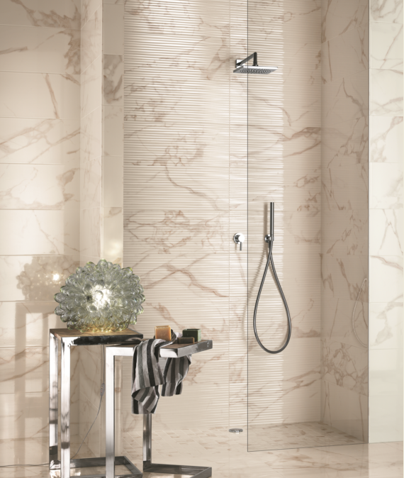 Wall: Roma Calacatta Lux 300×600, Shower Feature: Roma Calacatta Filo 250×750